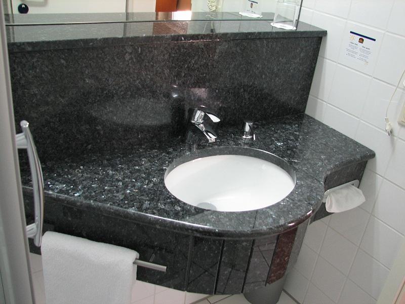 granitwaschtische und duschen aus naturstein granit marmor incl seifenspender und handtuchhalter. Black Bedroom Furniture Sets. Home Design Ideas