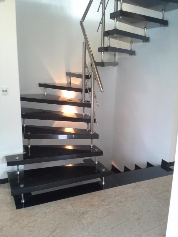 bolzentreppe mit edelstahlgel nder und montage. Black Bedroom Furniture Sets. Home Design Ideas